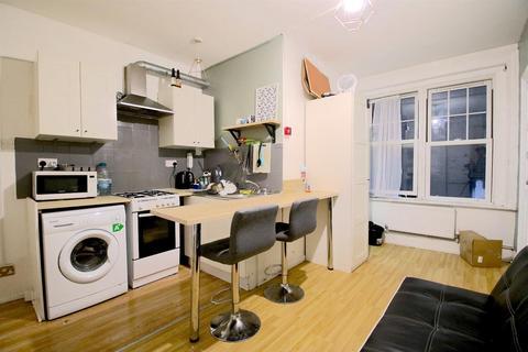 2 bedroom flat - Brick Lane, London