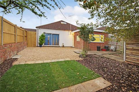 2 bedroom bungalow for sale - Cheney Manor Road, Swindon, Wiltshire, SN2