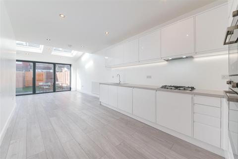 2 bedroom terraced house for sale - Berwick Road, London