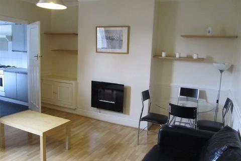 3 bedroom flat - Danby Gardens, Heaton, Newcastle Upon Tyne