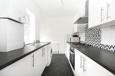 3 bedroom flat to rent - Danby Gardens, Heaton, NE6