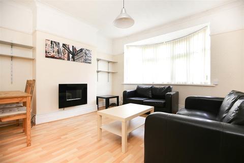 2 bedroom flat - Ferndene Grove, High Heaton, NE7