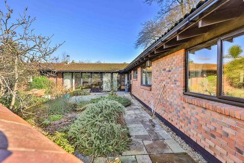 3 bedroom bungalow for sale - Merevale, Dinas Powys, The Vale Of Glamorgan CF64 4HS