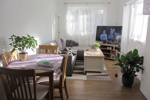 1 bedroom maisonette - Walton Road, Woking GU21