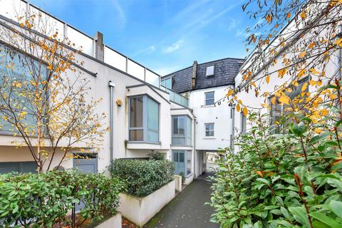 3 bedroom semi-detached house for sale - Wendell Mews, London, W12