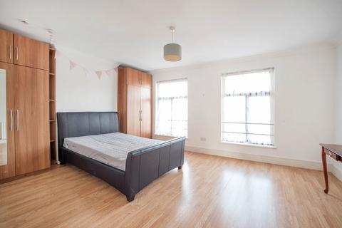 4 bedroom flat - Acre Lane, London SW2