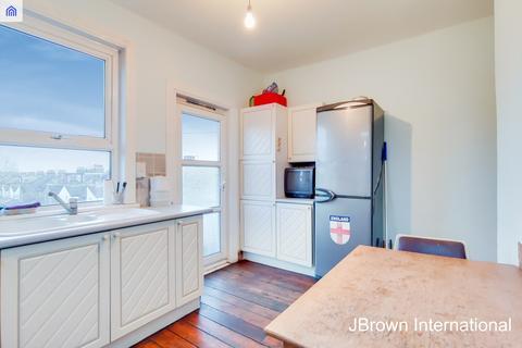 3 bedroom flat for sale - Portland Road, London, SE25
