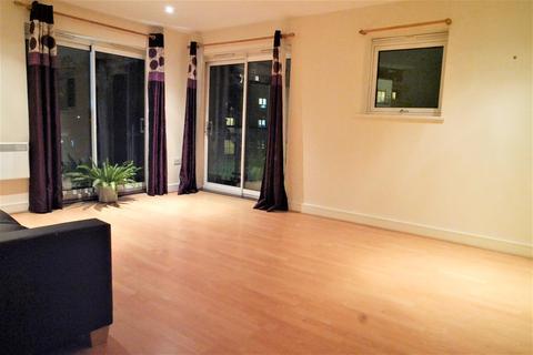 2 bedroom flat - Highfield Close, Hither Green, London, SE13 6UT
