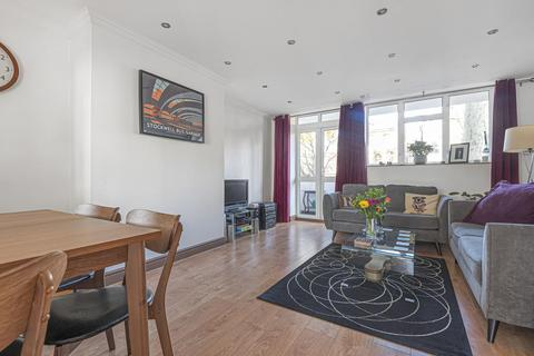 2 bedroom flat - Wickham Road, Brockley