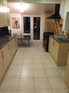 5 bedroom terraced house - St Peters Road, Reading