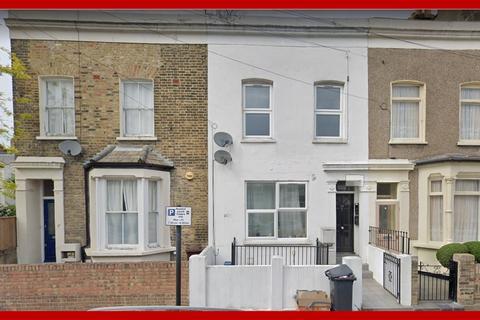 3 bedroom flat to rent - Clifden Road,  E5