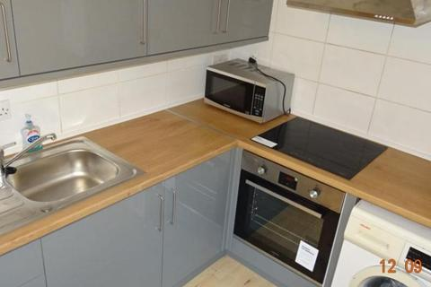 3 bedroom flat - Woodville Road, Cathays, Cardiff