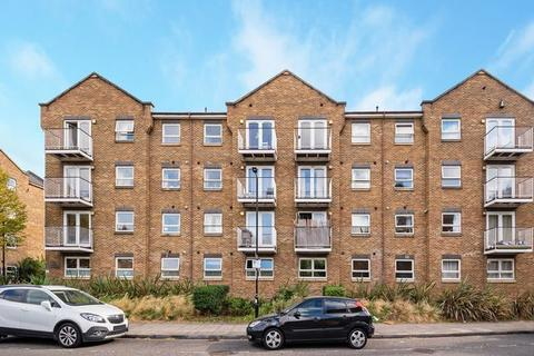 2 bedroom flat to rent - London, E14