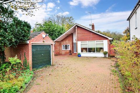 3 bedroom detached bungalow - Hartlip Hill, Hartlip, Sittingbourne, Kent