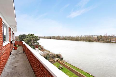 2 bedroom apartment to rent - Hartington Road, Chiswick W4