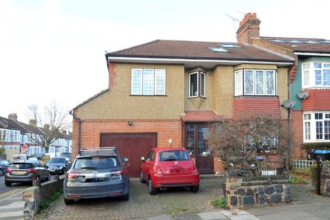 5 bedroom end of terrace house - Riverway, Palmers Green, N13