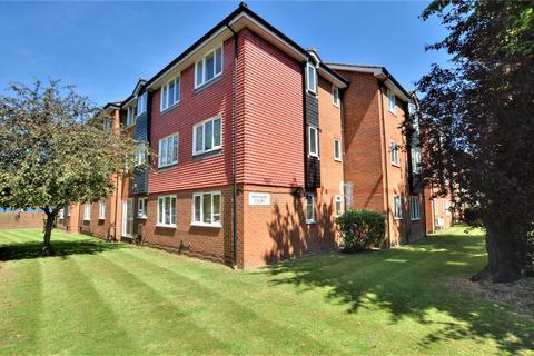 1 bedroom apartment to rent - Maynard Court, Rosefield Road, Staines-upon-Thames, Surrey, TW18