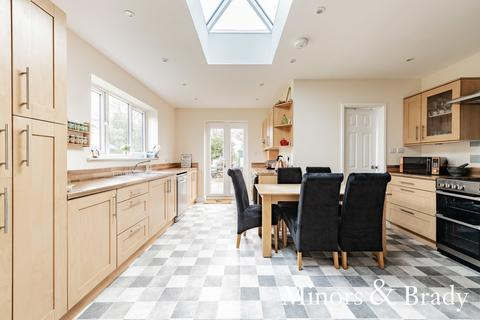 3 bedroom semi-detached house for sale - Chapel Road, Paston