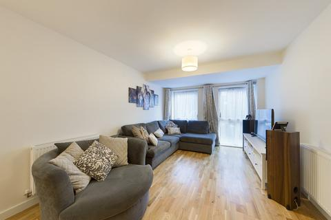 2 bedroom ground floor flat - Arla Place, Ruislip