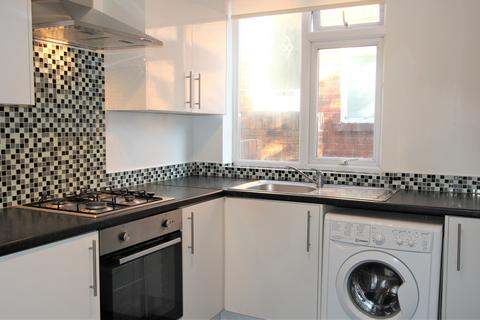 2 bedroom flat - High Heaton, Newcastle upon Tyne,