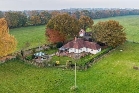 3 bedroom detached bungalow for sale - Broadhay Road, Lower Heath