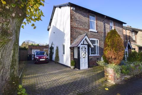 2 bedroom semi-detached house for sale - Lime Grove, Timperley, WA15