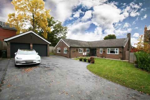 4 bedroom detached bungalow for sale - Oakdene, Woodcote, Reading