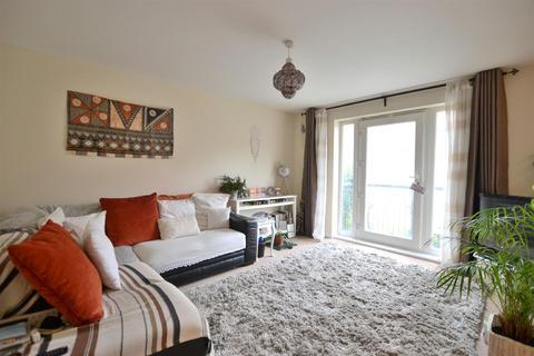 2 bedroom apartment - Ellerman Road, Liverpool