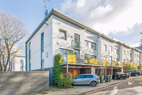 3 bedroom house for sale - Patio Close, Clapham, London