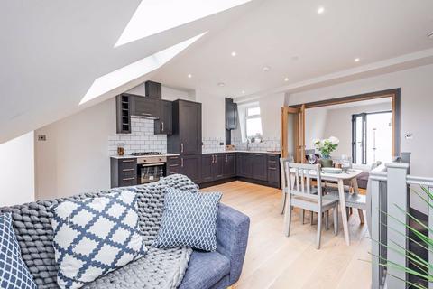 2 bedroom flat for sale - Elbe Street, Fulham, London, SW6