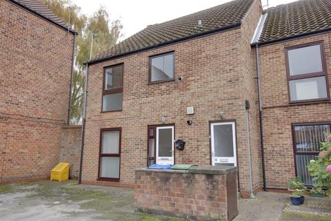 2 bedroom flat for sale - Elm Tree Court, Cottingham