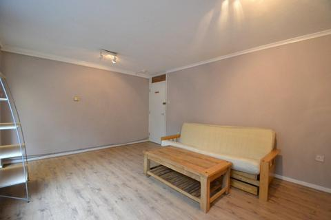 2 bedroom flat - Ashbourne Grove, Chiswick, W4