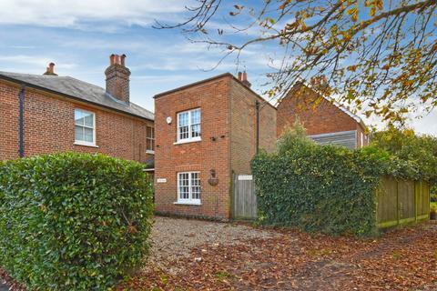 2 bedroom end of terrace house to rent - Aylesbury End, Beaconsfield, Buckinghamshire, HP9