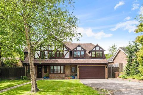 5 bedroom detached house for sale - Heathlands, Tadworth