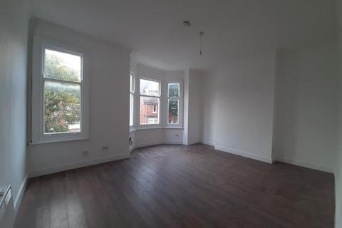 2 bedroom flat to rent - Sandown Road