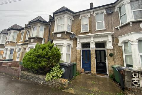 2 bedroom flat to rent - Orford Road, Waltamstow, E17