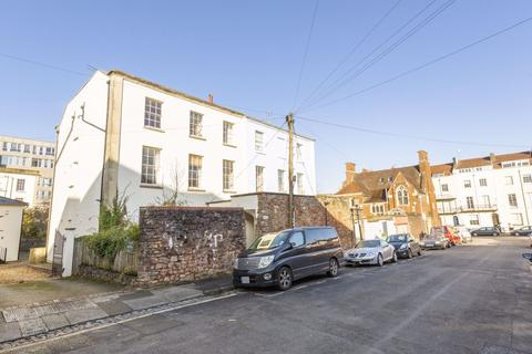 2 bedroom flat to rent - Wetherall Place, Clifton