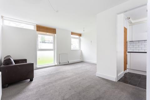 Studio to rent - Westbridge Road, Battersea, SW11