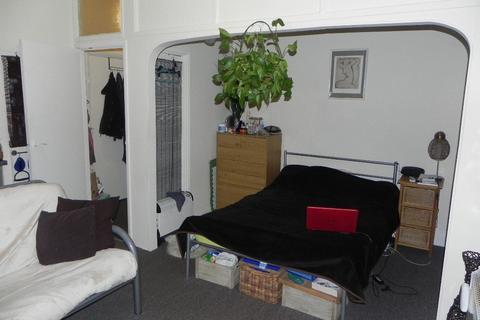 Studio to rent - Waterden Road, Guildford, GU1 2AN