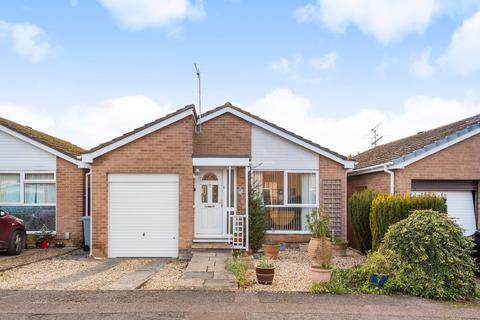 2 bedroom bungalow for sale - Edgeworth Drive, Carterton, Oxfordshire OX18