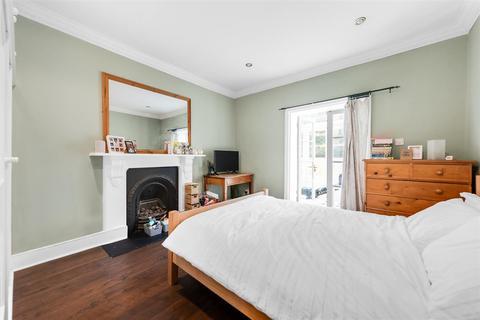 3 bedroom flat - Abbeville Road, SW4