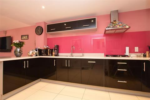4 bedroom end of terrace house for sale - Whittaker Drive, Horley, Surrey