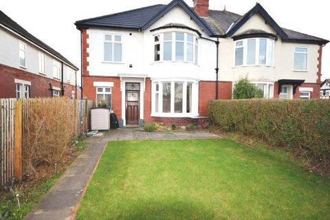 1 bedroom flat - Clifton Drive, Lytham St. Annes, FY8