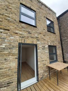 2 bedroom apartment to rent - High Street, Walthamstow, London E17