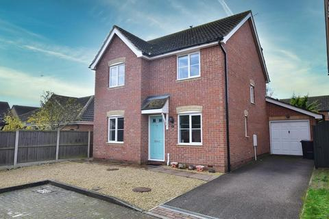 4 bedroom detached house for sale - Curlew Avenue, Mayland, Chelmsford, Essex, CM3