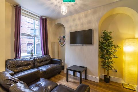 4 bedroom end of terrace house to rent - Portland Road, Nottingham, NG7 4GN