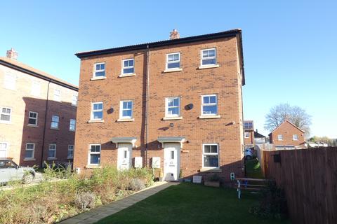 2 bedroom townhouse - Asket Garth, Leeds LS14