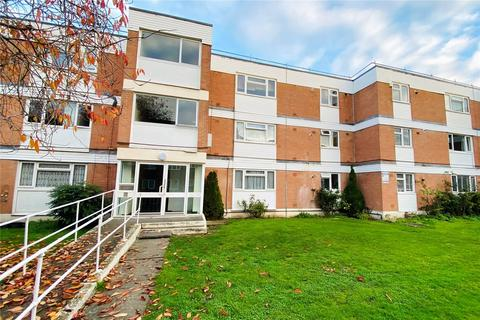 2 bedroom apartment - Riverbank, Laleham Road, Staines-upon-Thames, Surrey, TW18