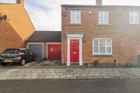 3 bedroom semi-detached house for sale - Shereway, Aylesbury