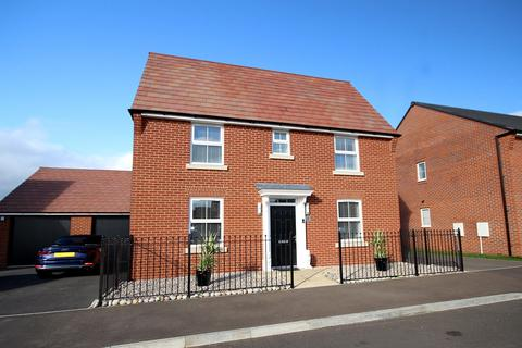 3 bedroom detached house - Merryweather Grove, Langford, SG18